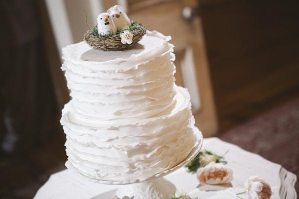 two birds kissing-cake-cairnwood-estate-wedding